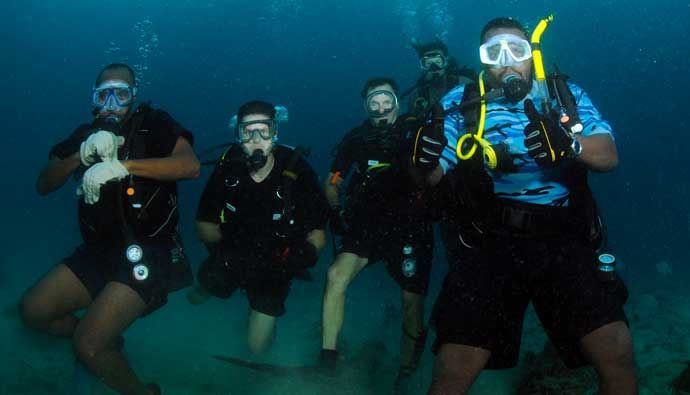 Happy Divers Wearing the Best Dive Gloves